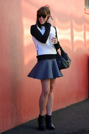 charcoal gray mini Zara skirt - black wedge R2 boots - black hobo Macys bag