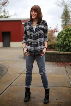 navy plaid Paige shirt - black bootie Tahari boots