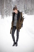 H&M coat - Zara boots - Mango sweater - Givenchy bag