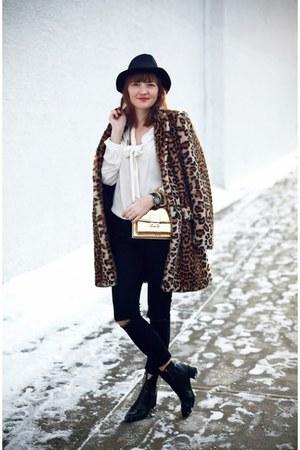 Zara coat - Mango bag