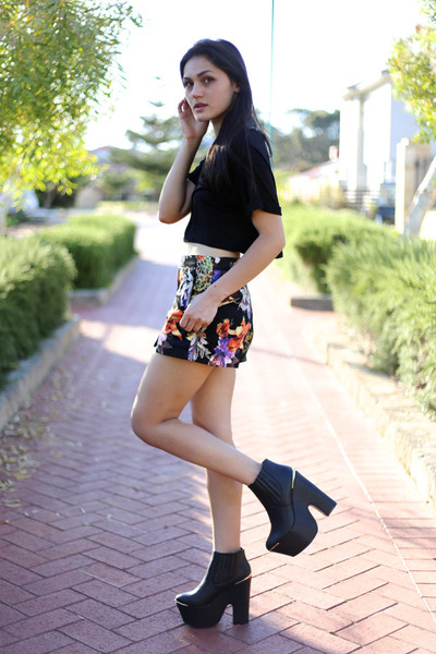platform wedge Missguided boots - floral print Missguided shorts