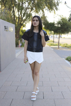 white skort Missguided shorts - black neoprene August Street top