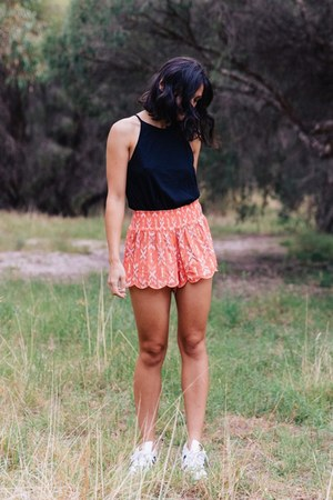 carrot orange scalloped mambo shorts - black racerback tank Ropa Essentials top