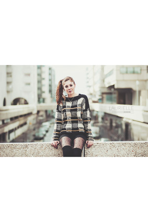 mustard plaid vintage sweater - black dotted Calzedonia tights