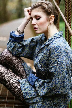 teal paisley vintage shirt - black crochet H&M tights