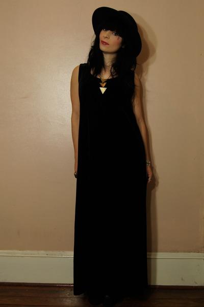 Dresses Hats Necklaces Bracelets The Hollies Long Cool Woman