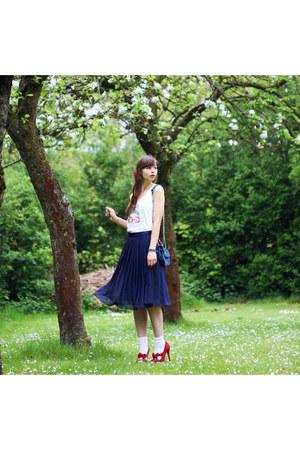 navy H&M skirt