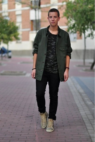 army green oversized Zara coat - army green camouflage Zara t-shirt