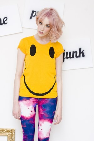 smile t-shirt the pretty junk t-shirt