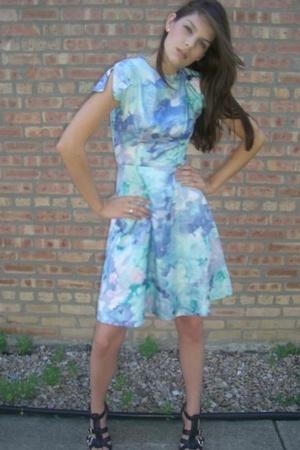 Vintage flutter-sleeve dress with balenciaga look