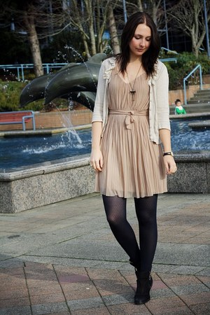 neutral pleats H&M dress - black Topshop boots - cream Pins & Needles cardigan