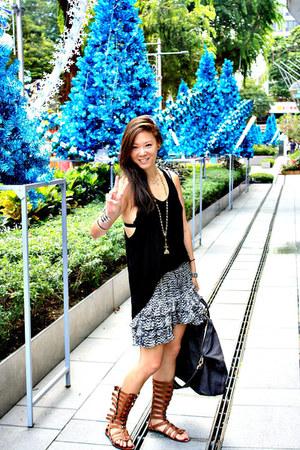 Givenchy bag - H&M skirt - Dolce Vita sandals - Zara top - Noir bracelet