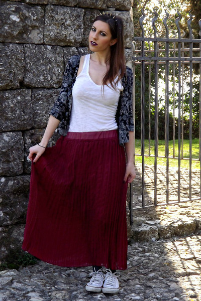 gray spiked headband chicnova necklace - white H&M top - crimson pleated skirt