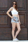 White-crop-stradivarius-top-red-chicnova-shorts-white-white-superga-sneakers