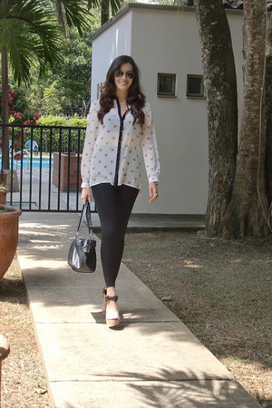 leopard print Stradivarius blouse - Zara leggings - Mango purse - Versilia heels