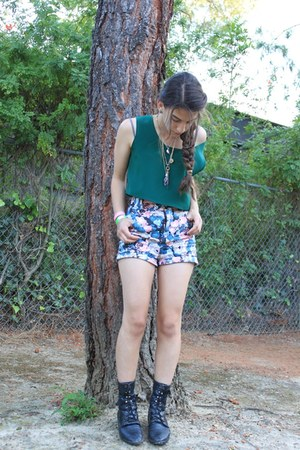 black fringe we who see boots - blue floral Mink Pink shorts - forest green Me t