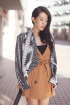 bronze H&M vest