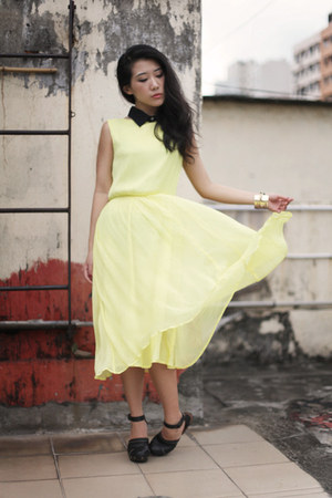 black collar Midwest Vintage accessories - light yellow Topshop dress