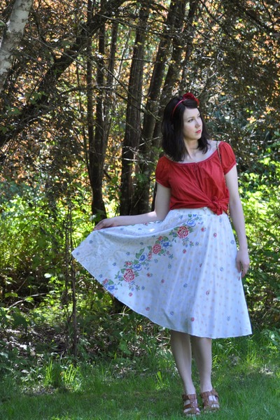 vintage skirt - Gap shirt