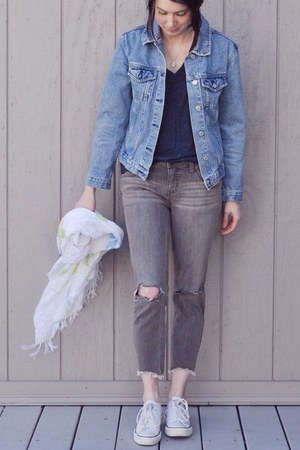 heather gray free people jeans - sky blue vintage jacket - navy madewell t-shirt