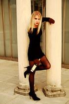 black vintage dress - arabesque avant-premire tights