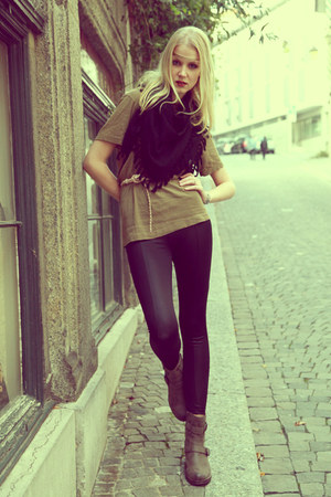 black tights H&M leggings - low Dosenbach boots - kaki Swiss Army t-shirt