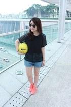 sky blue denim H&M shorts - black aviator Ray Ban sunglasses