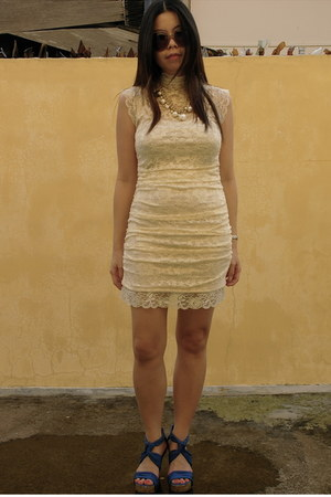 ivory lace random brand dress - blue knotted Zara heels