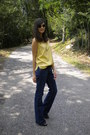 Navy-lee-jeans-light-yellow-vintage-top-gray-zara-heels