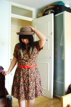 brown vintage hat - brown vintage dress - red vintage belt