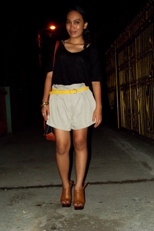 heather gray WAGW shorts - black Forever 21 top - yellow WAGW belt