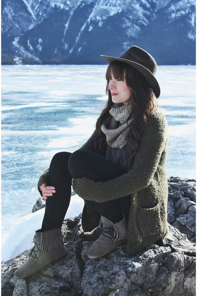army green Forever 21 cardigan - heather gray moccasins Minnetonka boots