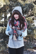 red blanket scarf Look scarf - camel rubber boots Hunter boots