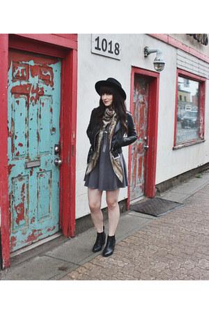 black wide brim brixton hat - black ankle boots Steve Madden boots