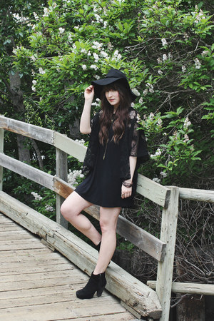 black ankle boots Steve Madden boots - black floppy hat free people hat