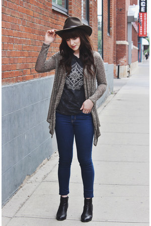 charcoal gray tank top lira top - black ankle boots Steve Madden boots