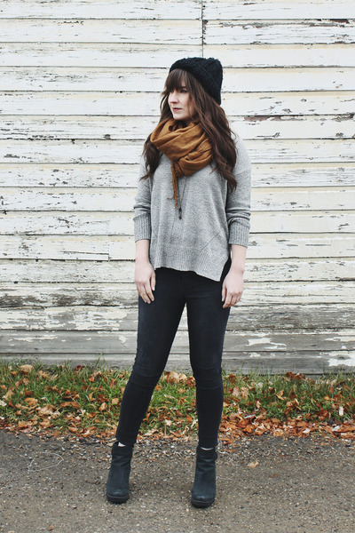 heather gray knit Lush sweater - black skinny jeans Just Black jeans