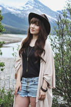 off white fringe LoveStitch cardigan - brown western Dofrman hat