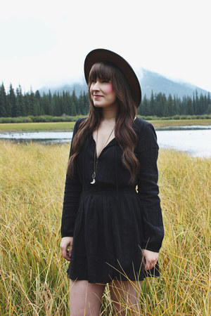 black mini dress volcom dress - brown wide brim Goorin Brothers hat