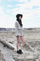 black floppy hat free people hat - off white jumper Illa Illa jumper