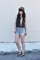 gray crop top AMERICAN VINTAGE top - light blue denim shorts Roxy shorts