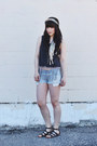Light-blue-denim-shorts-roxy-shorts-gray-crop-top-american-vintage-top
