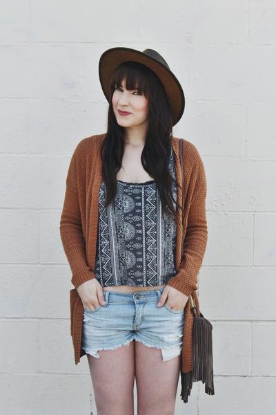 heather gray crop top Billabong top - dark brown leather hat goorin bros hat