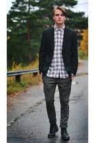 Bläck blazer - Gap shirt - Zara pants