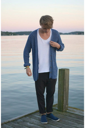 weekday t-shirt - second hand cardigan - weekday pants