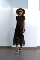 black dress - camel hat - black bag