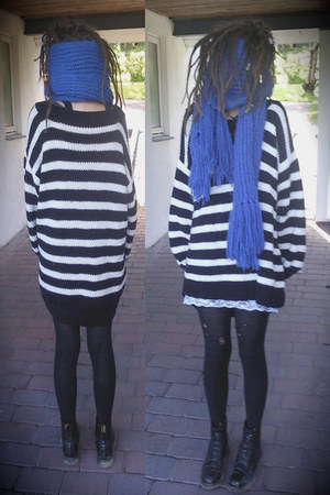 black Dr Martens boots - white mom knitted sweater - black leggings - blue Cubus