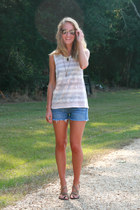 ivory Altard State t-shirt - navy Levis shorts - light brown Dolce Vita sandals