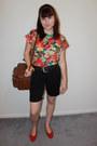 Camera-bag-thrifted-vintage-bag-black-capri-apostrophe-shorts-red-thrifted-v