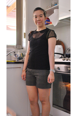 black Dotti top - black Country Road top - gray Taiwan Market shorts